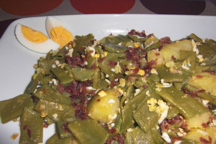 judias verdes con huevos y jamón
